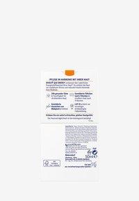 Nivea - Q10 ENERGY HEALTHY GLOW DAY CARE SPF 15 - Pielęgnacja na dzień - - - 3