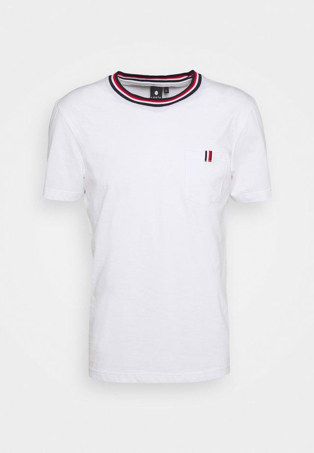 KARISTO - Camiseta estampada - optic white