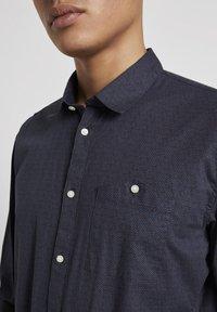 TOM TAILOR DENIM - Shirt - navy grid triangle print - 3