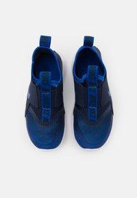 Nike Performance - FLEX RUNNER UNISEX - Neutrální běžecké boty - game royal/midnight navy/white - 3