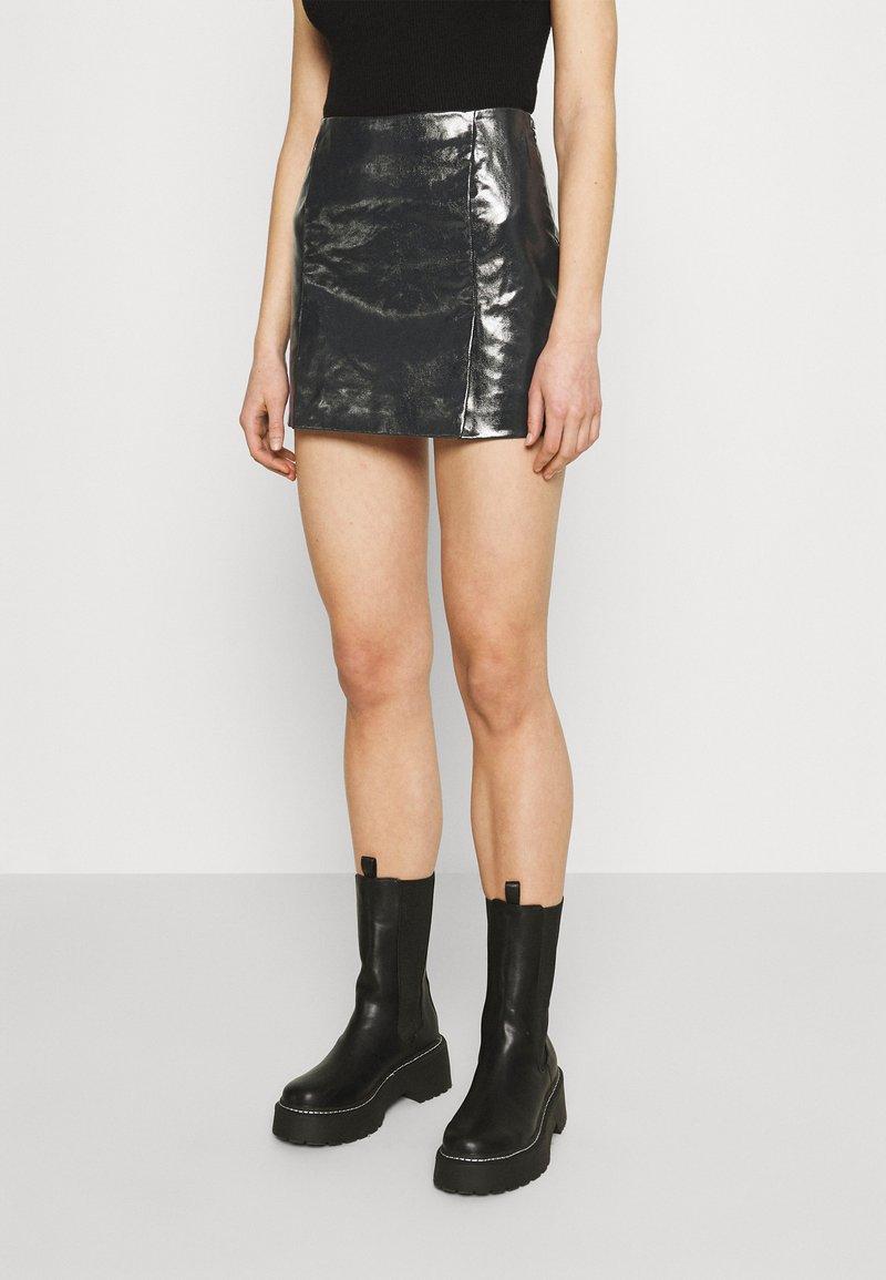 Weekday - JULES COATED SKIRT - Spódnica mini - washed black
