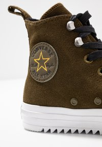 Converse - CHUCK TAYLOR ALL STAR HIKER FINAL FRONTIER - High-top trainers - surplus olive/white/black - 2