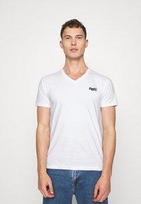 Superdry - CLASSIC TEE - Basic T-shirt - optic - 0