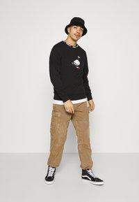 STAPLE PIGEON - LOGO CREWNECK UNISEX  - Sweatshirt - black - 1