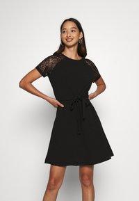 Vero Moda - VMJASMINE LACE TIE SHORT DRESS - Robe en jersey - black - 0