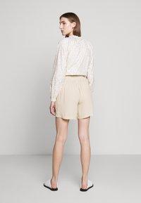 Bruuns Bazaar - LILLI DAPHNE - Shorts - sand - 2