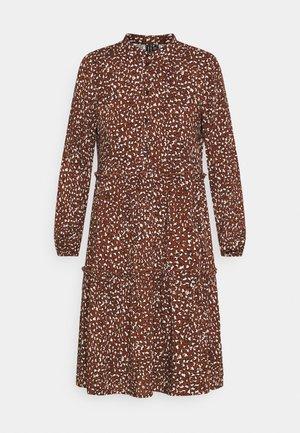 VMHARPER DRESS - Košilové šaty - brown