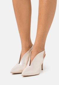 Wallis - POND - High heels - gold shimmer - 0