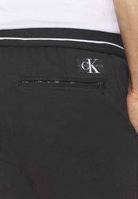 Calvin Klein Jeans - Pantaloni sportivi - mottled black - 4