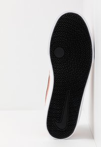Nike SB - CHARGE UNISEX - Sneakers laag - terra blush/black - 4