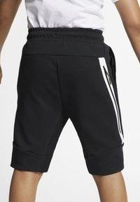 Nike Sportswear - SHORT - Short - black/white - 3