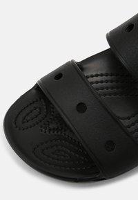 Crocs - CLASSIC UNISEX - Sandalias planas - black - 6