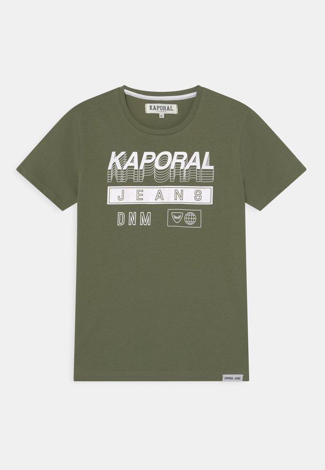 LOGO 3D - T-shirt print - khaki