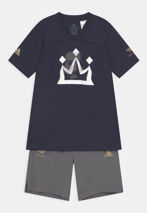 SALAH SET UNISEX - T-shirt print - white/gold/silver