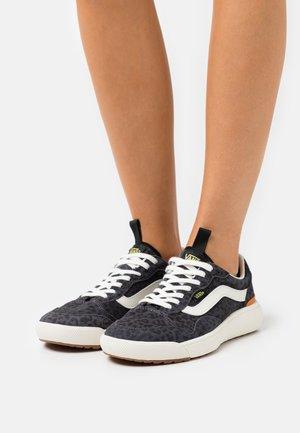 ULTRARANGE EXO - Sneakers - asphalt