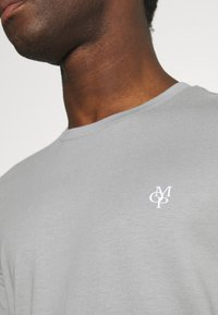 Marc O'Polo - SHORT SLEEVE - Basic T-shirt - griffin - 3