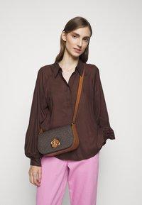 MICHAEL Michael Kors - SAMIRA FLAP - Across body bag - brown/acorn - 0
