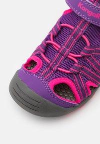 KangaROOS - K-ROAM - Walking sandals - fandago pink/dark navy - 5