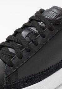Puma - BASKET TRIM BLOCK - Trainers - black/team gold/white - 5