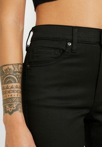 Topshop Petite - COATED CLEAN JAMIE - Jeans Skinny Fit - black - 3