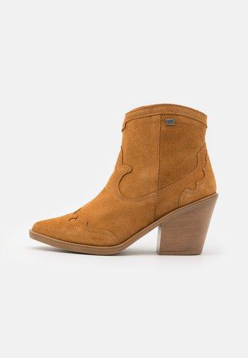 BRISA SUN - Cowboy/biker ankle boot - brown