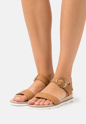 RADIATE WEDGE - Sandalen met sleehak - tan