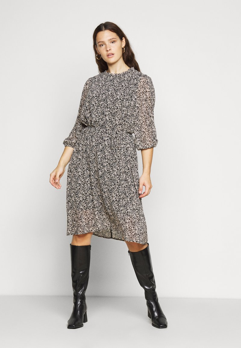 Vero Moda Curve - VMSAFFRON  - Day dress - black/white