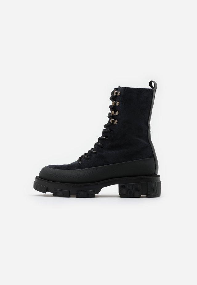 ALMA - Kotníkové boty na platformě - nuit