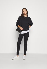 Even&Odd - OVERSIZED CREW NECK SWEATSHIRT - Sudadera - black - 3