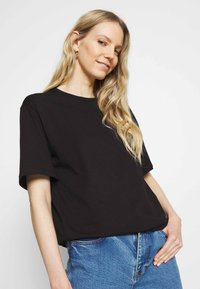 Trendyol - Basic T-shirt - black - 3