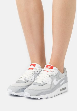 AIR MAX 90 - Sneakers laag - light smoke grey/white/summit white/grey fog/chile red