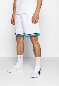 Mitchell & Ness - SWINGMAN SHORTS 1992-93 HORNETS - Sports shorts - white/teal - 0