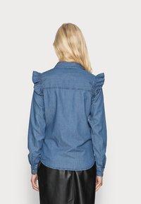 Springfield - CAMISA VOLANTES - Overhemdblouse - medium blue - 2