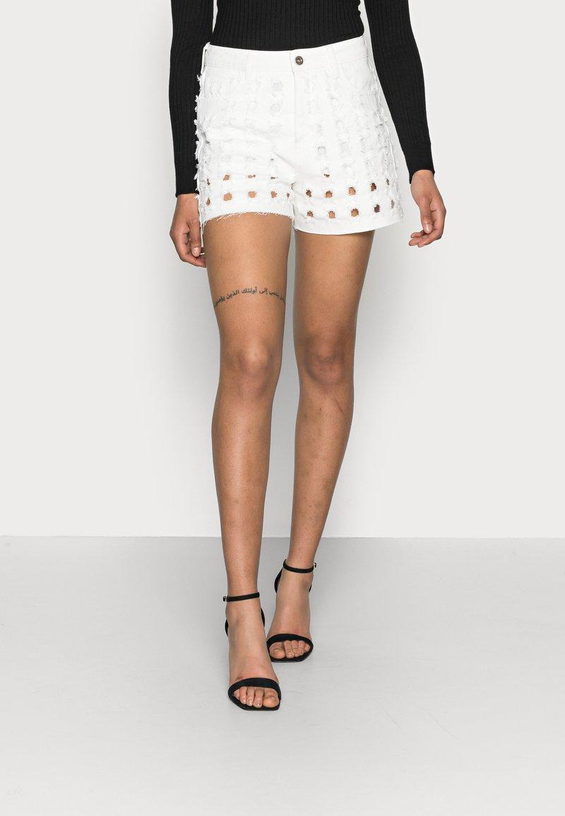Desigual - YESTERDAY - Denim shorts - white