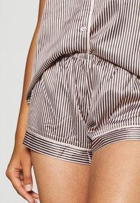 LingaDore - TOP WITH SHORTS SET - Pyjamas - white/grey - 5