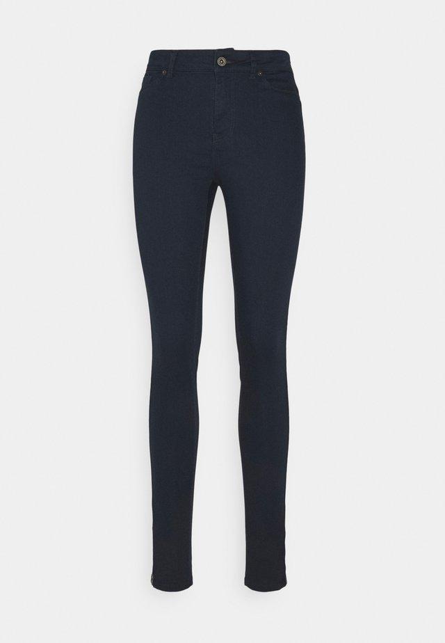 VMHOTSEVEN ZIP PANTS - Pantaloni - navy blazer