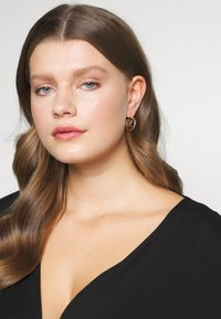 Weekday - CALA HOOPS - Boucles d'oreilles - gold-coloured - 1