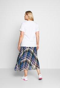 Levi's® Plus - PERFECT TEE - T-shirts med print - white - 2