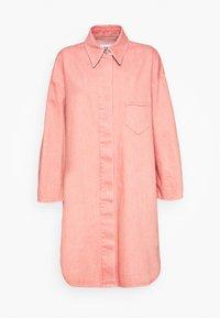 Krátký kabát - pink