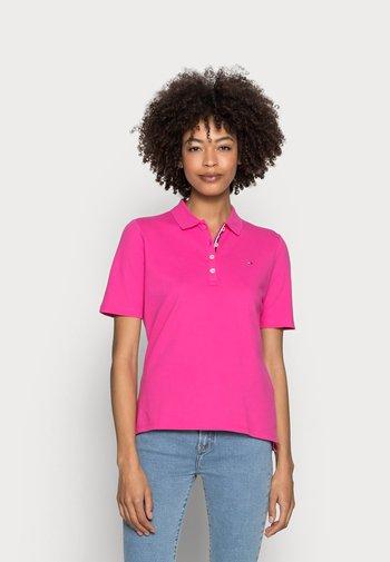 REGULAR POLO - T-shirts med print - pink
