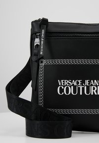 Versace Jeans Couture - LINEA MACROTAG  - Axelremsväska - black - 6