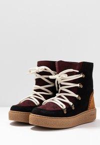 Victoria Shoes - UTOPÍA APRESKI VALENTIN - Kotníkové boty na platformě -  black - 4