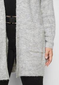 Selected Femme Curve - SLFLIA LONG CARDIGAN - Neuletakki - light grey melange - 6