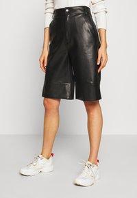 Monki - LENNIE CULOTTE - Pantalones - black dark - 0