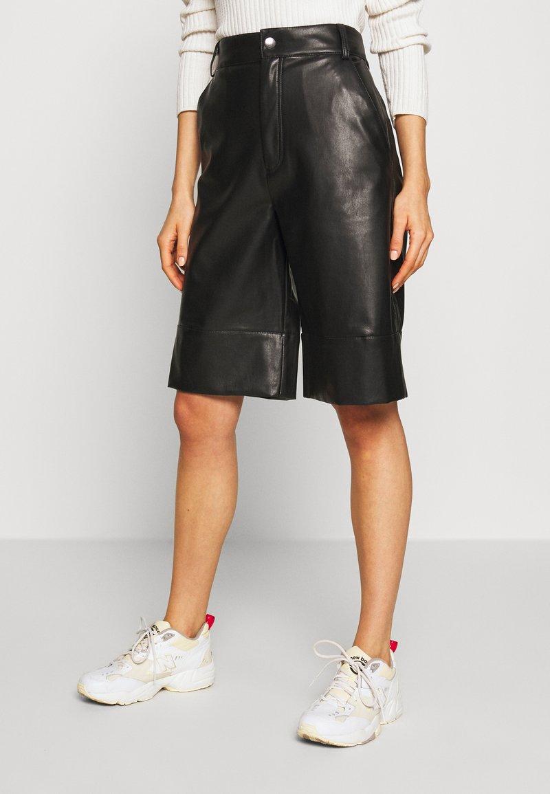 Monki - LENNIE CULOTTE - Pantalones - black dark