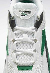 Reebok Classic - EVASION 20 SHOES - Zapatillas - white - 9