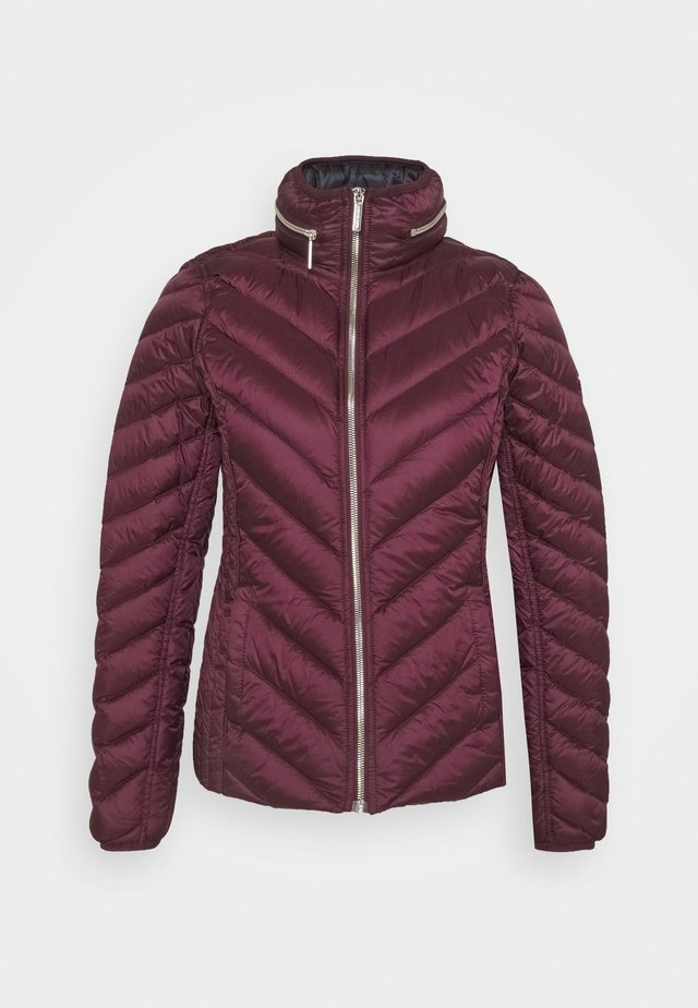 SHORT PACKABLE PUFFER - Dunjakke - dark ruby
