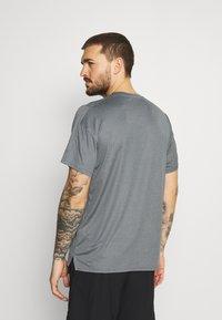 Nike Performance - DRY  - T-shirt basic - black/smoke grey/heather/black - 2