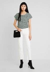 Pieces - PCJEANNY - Straight leg jeans - bright white - 1
