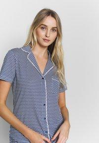 s.Oliver - SHORTY SET - Pyjama - blau/weiß - 3